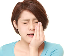 顎関節症からくる肩のこりや首の痛みもインプラントで改善出来ます!
