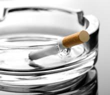 タバコが原因?!歯が茶色いと美人が台無しに