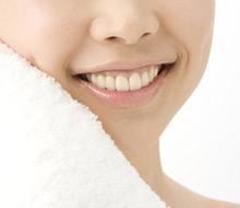「過蓋咬合」型の歯並びの特徴とデメリットについて